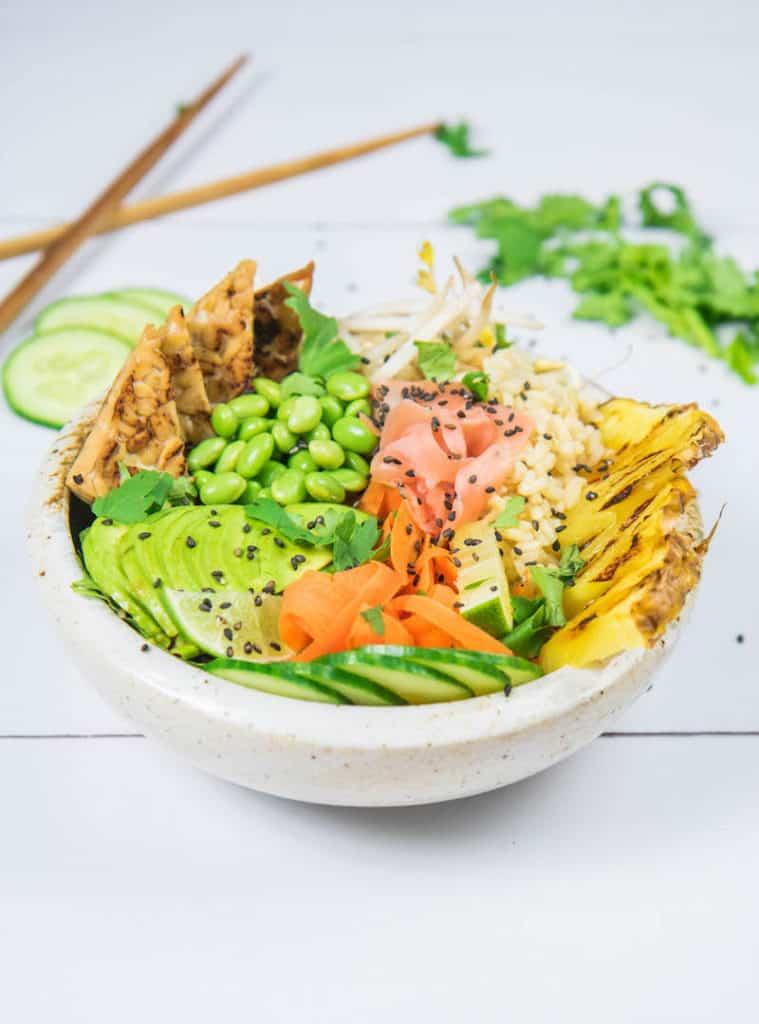 Ginger tempeh poke bowl