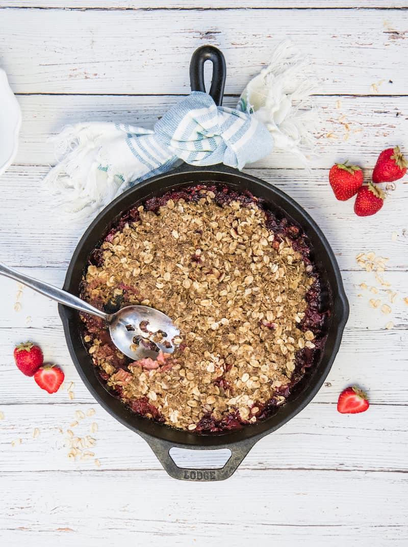 healthy strawberry rhubarb crisp
