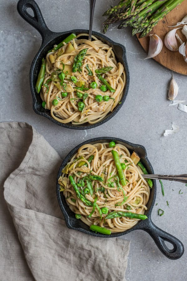 creamy spaghetti with leeks, peas, and asparagus