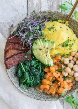 Nourishing vegan breakfast bowl with tempeh bacon2