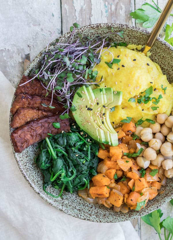 Nourishing vegan breakfast bowl with tempeh bacon2