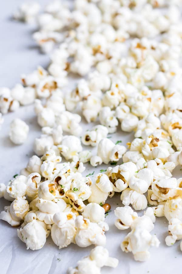 Salted margarita popcorn-popcorn with sea salt and lime