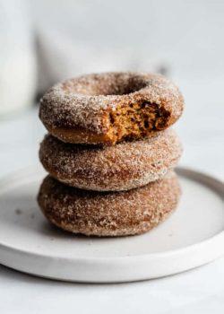 vegan gingerbread donuts with gingerbread sugar