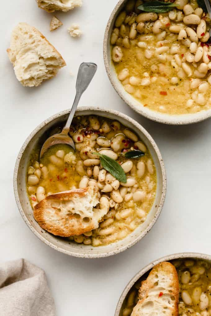 cannellini beans in broth with crusty bread
